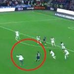 Меси тргна во напад да даде гол, а го сопре навивач! (Видео)